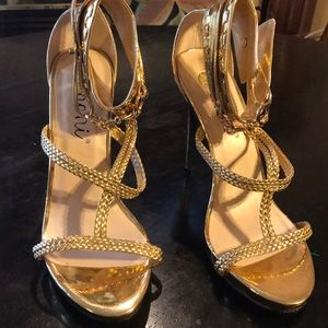 NWOT Women's Machi Flirty Gold 5 In heel shoe 👠